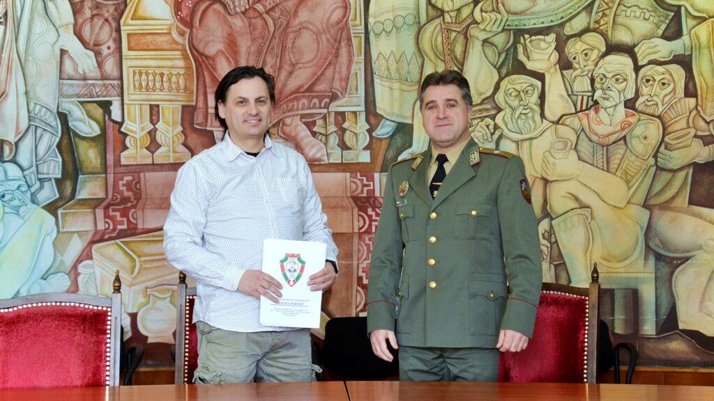 Тинузавър и НВУ Велико Търново - подписване на споразумение
